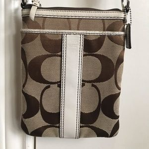 Coach Signature Cross Body Bag 4680